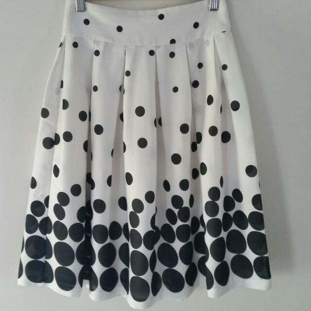 *Price REDUCED* Review Skirt - Size 6