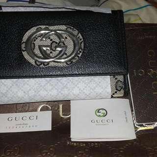 Guccl   皮夾  賣3千5