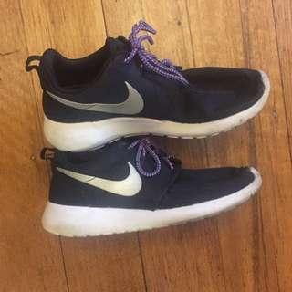 Black Nike Roshe Runs