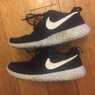 Nike Grey And Black Polka Dot Roshe Run Shoes