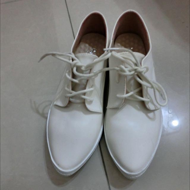 全新小白鞋23號