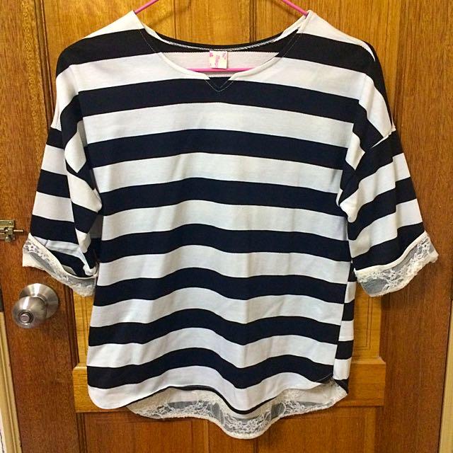 黑白條紋蕾絲七分袖上衣