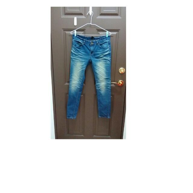 刷色牛仔褲  50%逢甲店買的