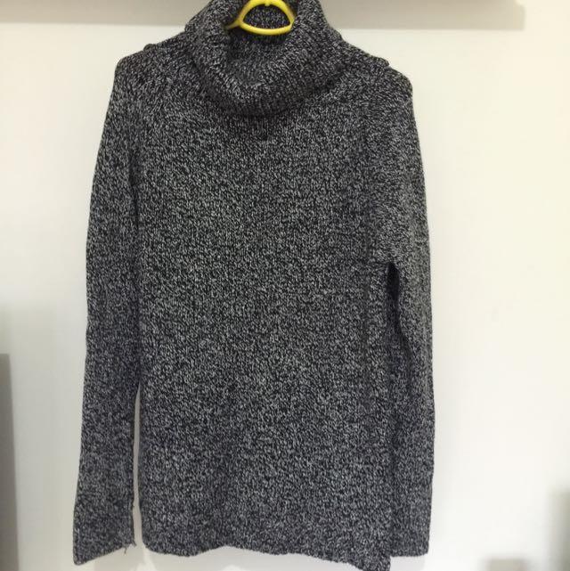 保留中-高領長版深灰針織毛衣