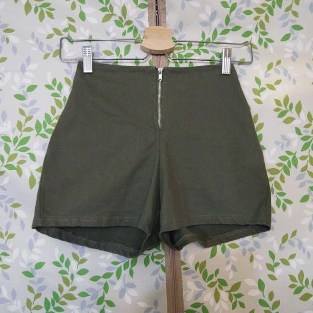 軍綠高腰短褲