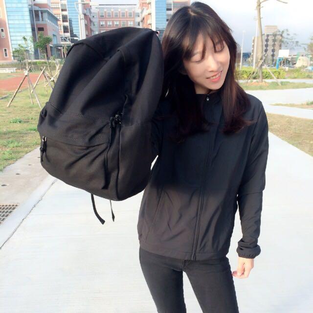 預購四月初到貨-無印風格黑色帆布後背包