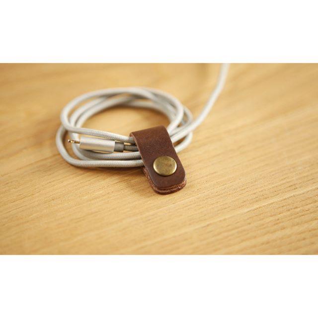 牛皮鈕扣集線器 傳輸線質感收納 (巧克力色)