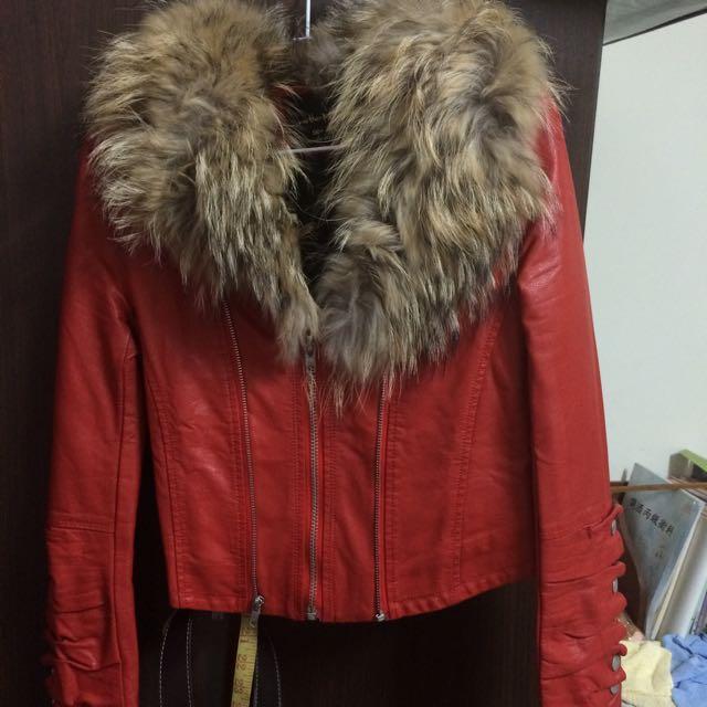 貓貓正韓小舖購入 狐狸大毛毛圈可拆內鋪棉保暖紅拉鍊皮衣 正韓 韓國