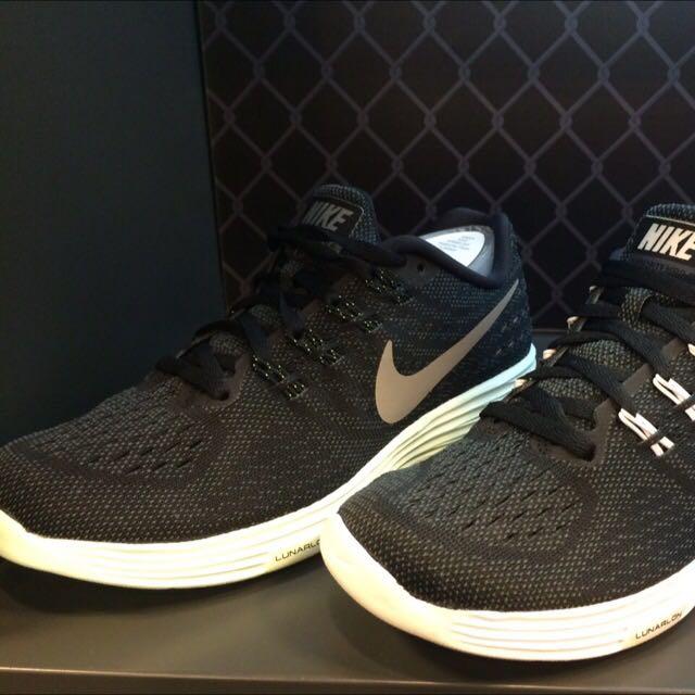 收收 這兩雙Nike 求第一雙型號! 黑