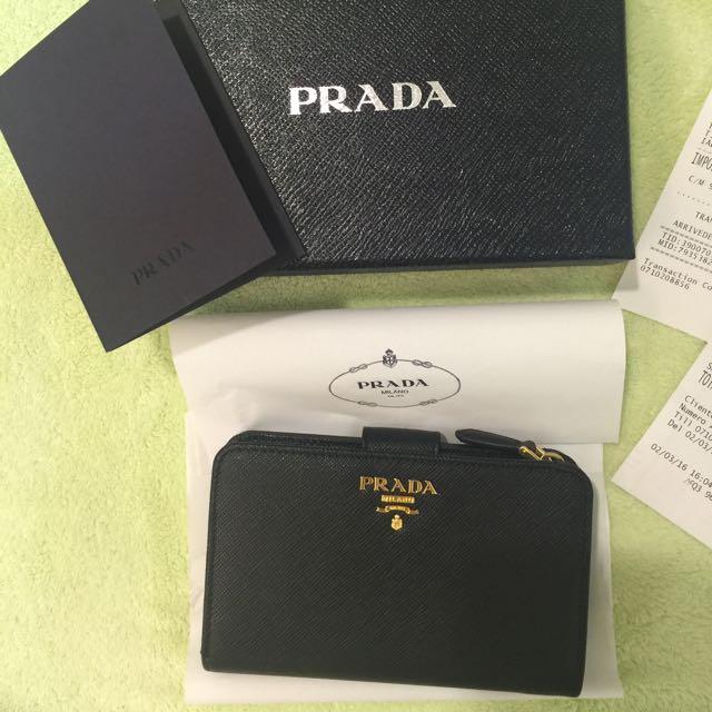 PRADA Saffiano 防刮牛皮釦式中夾(黑色)