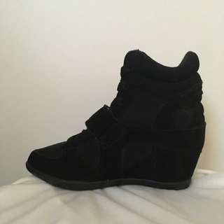 Lipstik Wedge Sneakers Size 5