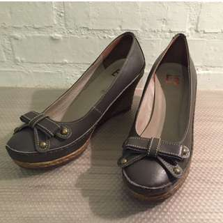 SOGO Ea專櫃女鞋 休閒風楔型鞋 36號