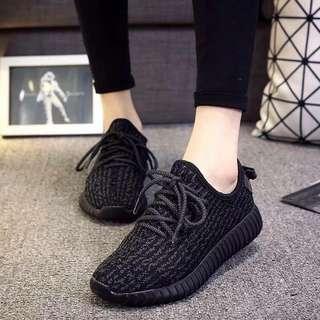 23.5號,運動鞋ㄧ雙
