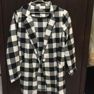 黑白格薄外套,類似襯衫