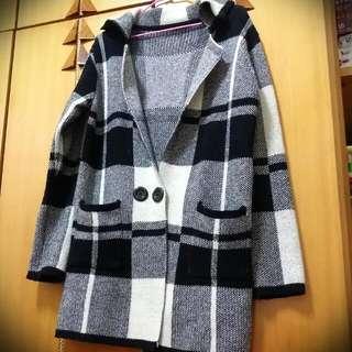 日韓格紋長版針織外套