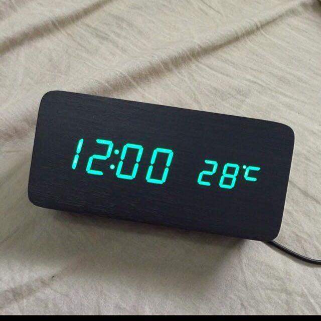 把大自然的氣息帶回家🌲木質智慧LED時鐘 年份+時間+溫度都能顯示