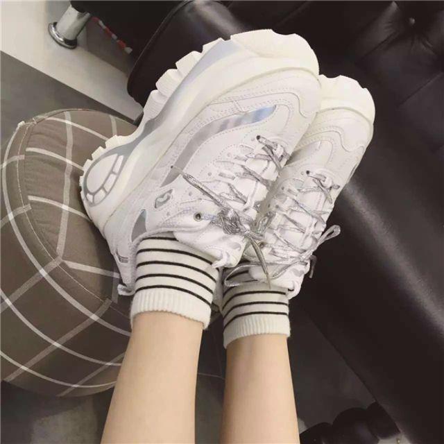 (將賣完)歐韓炫光 綁帶流線車輪厚底運動鞋 休閒鞋  銀色白色雙拼搭配 37=23.5 38=24