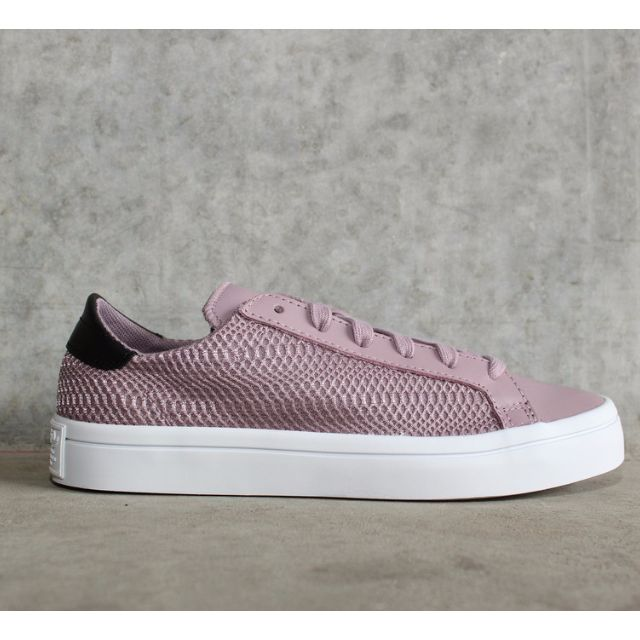 the best attitude 71f2f 47598 ADIDAS ORIGINALS Court Vantage Shoes, Women s Fashion on Carousell