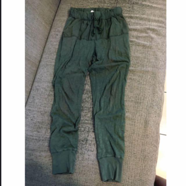 Zara軍綠色縮口褲