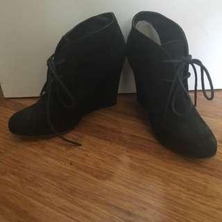 Tony Bianco Boots Sz5