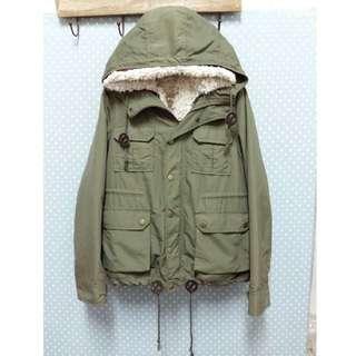 * 日本CHILD WOMAN-多way 軍綠色格紋銅扣口袋連帽外套 *