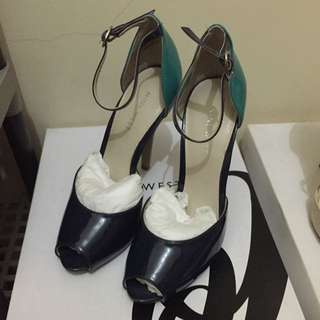 Nine West (pristine condition) size 5 in navy mulppa. Never worn, complete with box and shopping bag