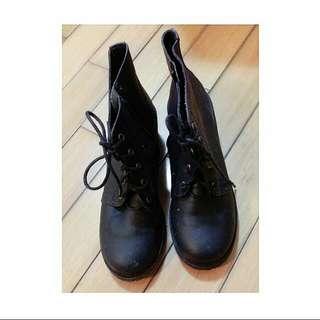 黑皮短靴~~~