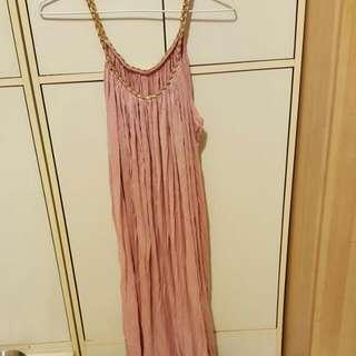 粉色皺摺感連身裙