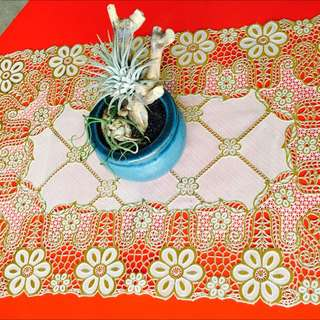 Gold & Off White Table Mats.