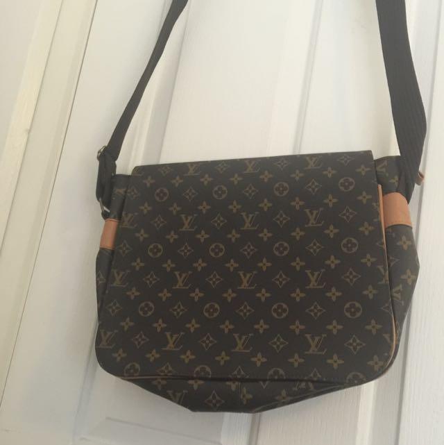 Fake LOuis Vuitton Shoulder Bag