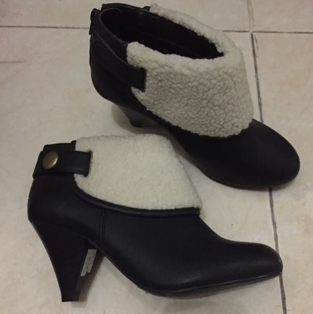 Marks & Spencer boots size 3 (35 1/2) in pristine condition
