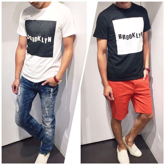 「免運費」《穿搭空間》簡約款英文字特殊紋造型短袖t shirt(黑白色)