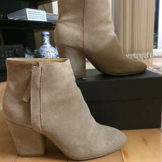NINEWEST DARSY SUEDE TAUPE BOOTS SIZE 5 (35.5-36)