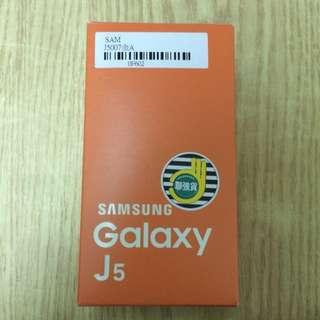 全新 Samsung Galaxy J5 8G  金色 三星 手機
