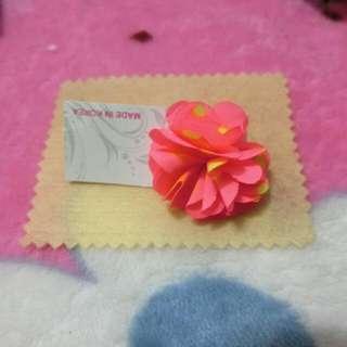 粉色桃紅色花朵耳環一只全新