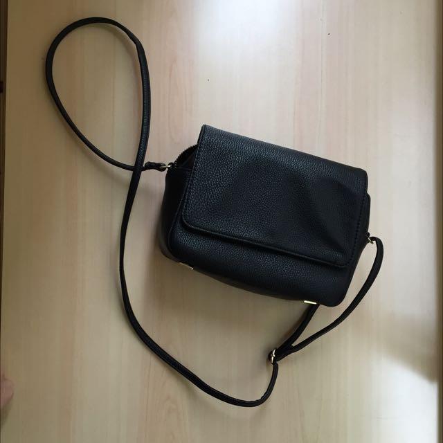 黑色斜背小包包