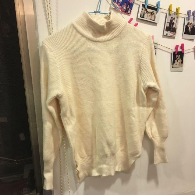 白色針織高領毛衣