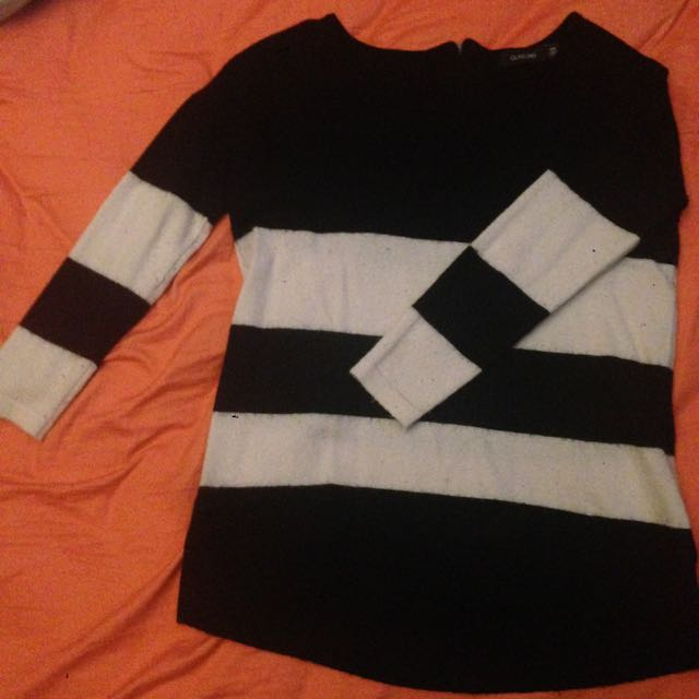 Glassons XS Black And White Knit