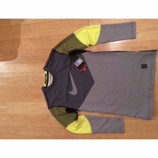 'Nike pro Hyperwarm lines Max Compression'