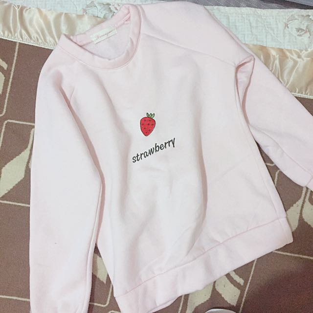粉嫩草莓大學T