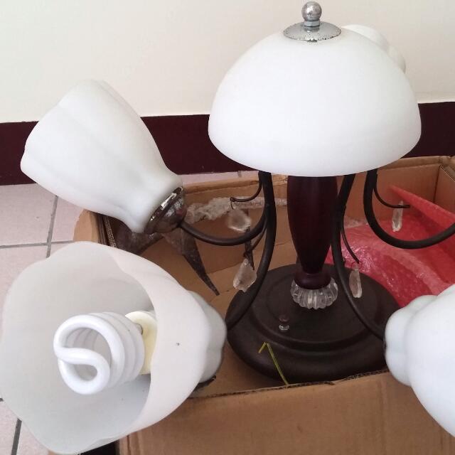 花朵藝術燈。居家裝潢燈。八成新。需自取