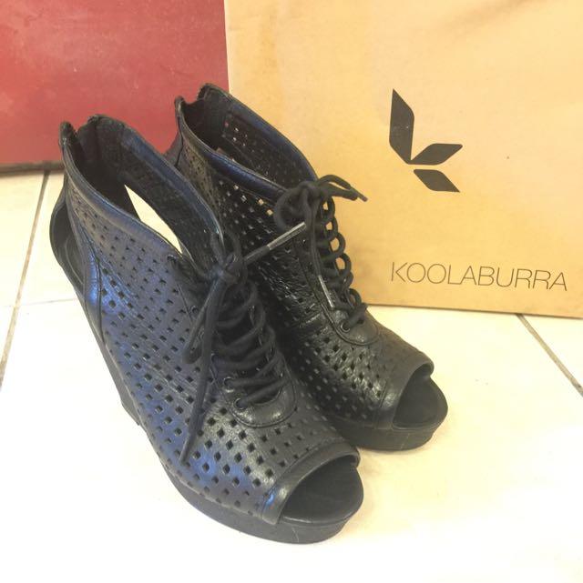 黑色楔型涼鞋