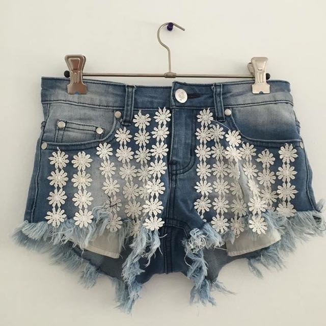 Daisy Flower Denim Short Shorts