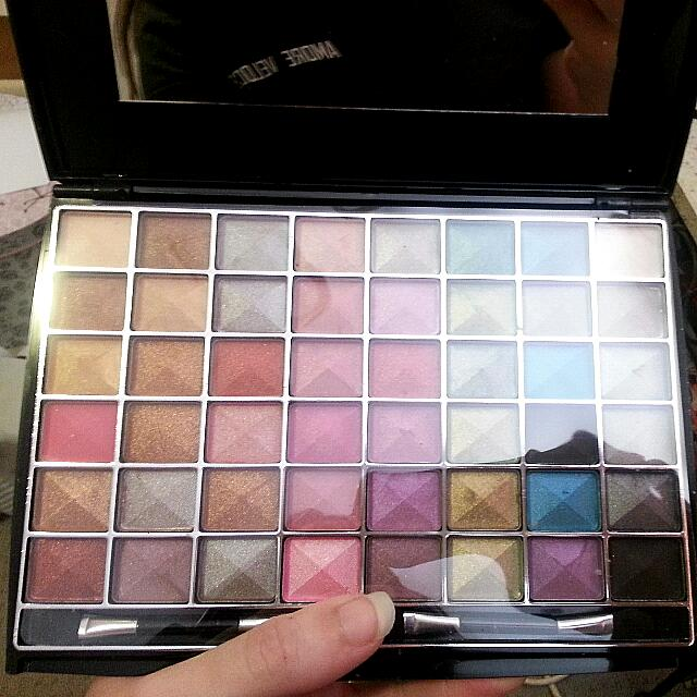 DB 48 Colour Eyeshadow Palette