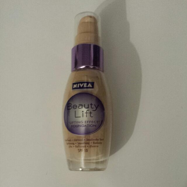 Nivea Beauty Lift Foundation