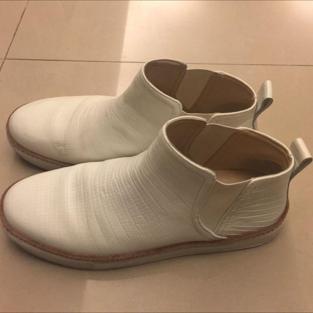 Zara白色蛇紋帥氣短靴