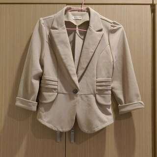 杏色西裝外套