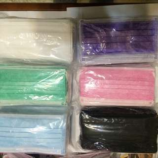 三層口罩兩包100入$150   顏色任選