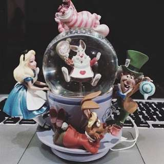 Disney Cheshire Cat Alice in Wonderland Spinning Mad Hatter Tea Cup Snow Globe