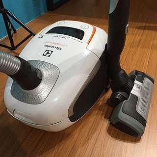 伊萊克斯 Electrolux ultrasilencer ZUS4065PET